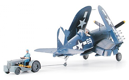 61085 Tamiya Vought F4U-1D Corsair with Moto-Tug